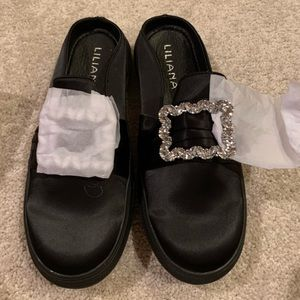 Black liliana shoes with bedazzled front